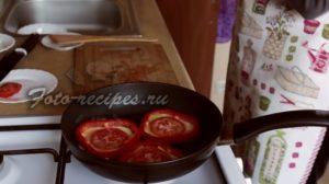 добавьте кусочек помидора