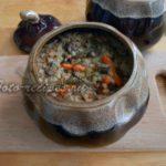 Готовая гречневая каша с мясом в горшочке