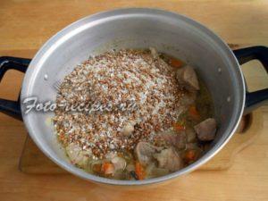 Добавьте крупы к мясу