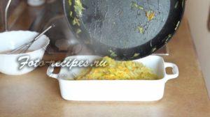 Переложите овощи в форму