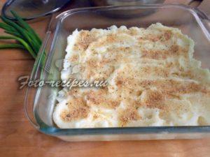 Разложите картофель в форму