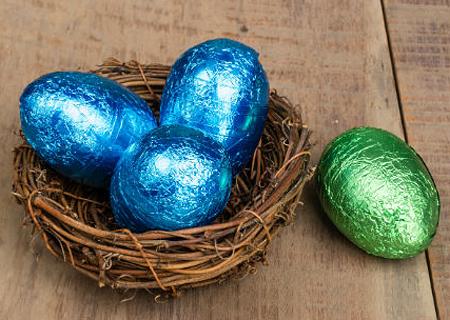украсить яйца фольгой