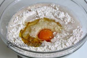 добавьте яйцо