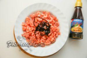 креветки залейте соусом
