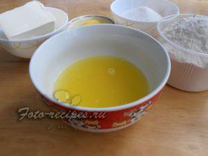 Выдавите сок из апельсина