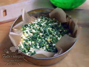 насыпьте яично луковую начинку