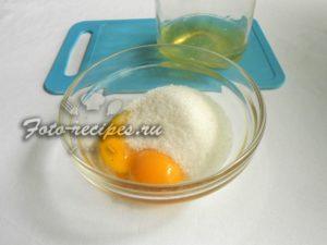 Отделите желтки и белки
