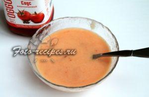 Добавьте томатный соус