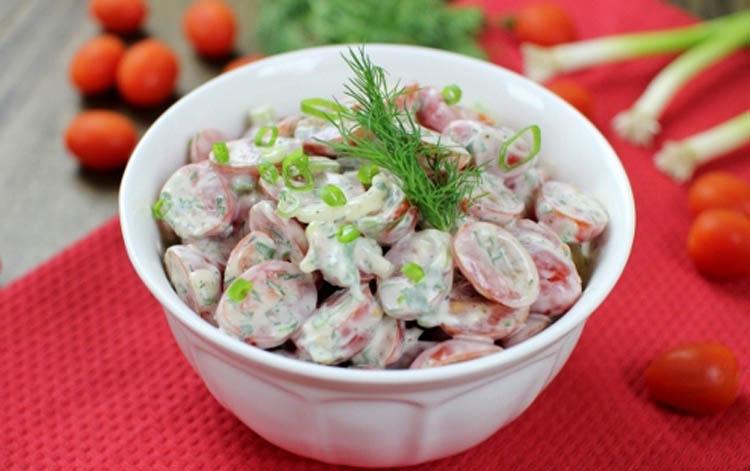 Салат с поидорами