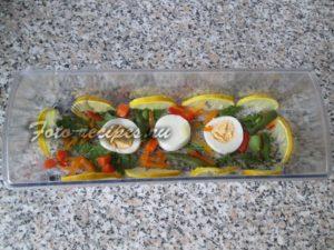 Разложите овощи в форму