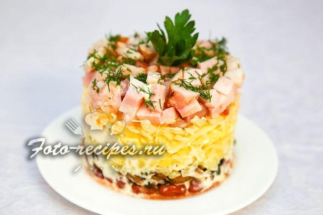 Салат с ветчиной фасолью и грибами