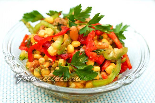 Салат с консервированной фасолью, сухариками и кукурузой