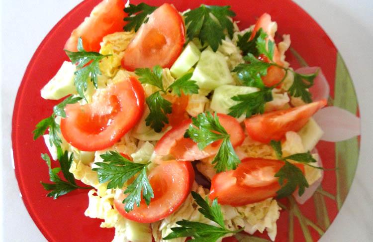 Простой зеленый салат на Новый год