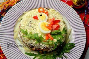 салат с говяжьим языком и шампиньонами