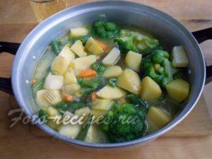 залейте овощи бульоном