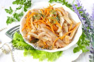 Свиные уши по-корейски с морковью