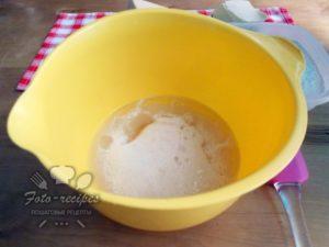 добавьте яйцо и растительное масло