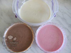 покрасить творожную массу какао и свекольным соком