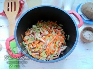 ингредиенты для супа в кастрюле