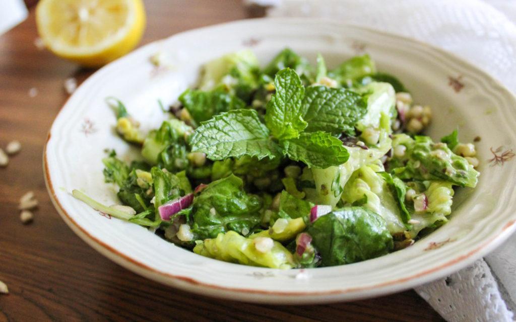 салат из зеленой гречки с авокадо
