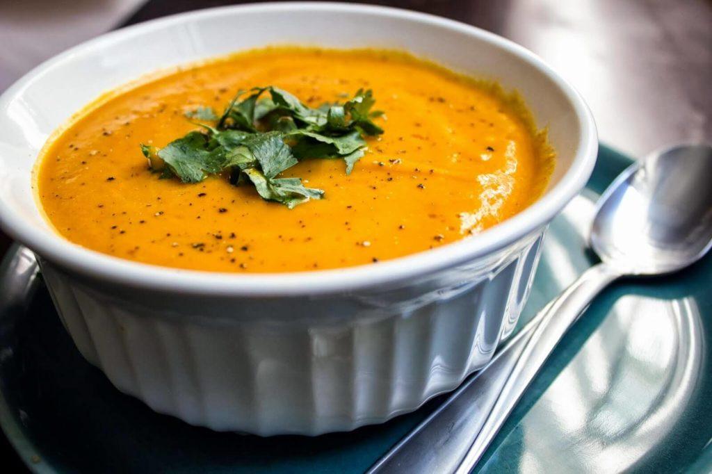 суп из зеленой гречки с авокадо и морковью