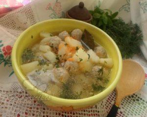 вкусный суп на свином бульоне с фрикадельками