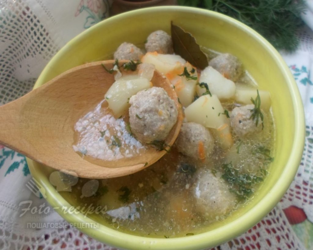 суп на свином бульоне с фрикадельками